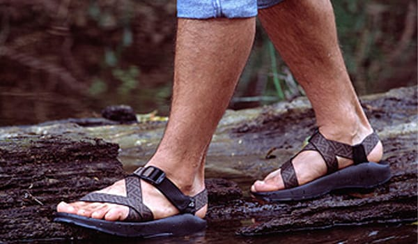 Wearing open shoes and sandals in rain prevents fungus and bacteria from breeding and multiplying.