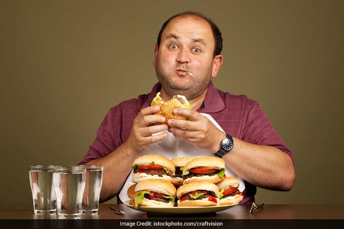 Overeating before or while traveling can lead to stomach troubles like acidity.