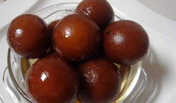 Avoid foods with high concentration of sugar such as ice cream, <i>halwa</i>, <i>gulab jamun</i>, <i>barfi</i> and other sweets.