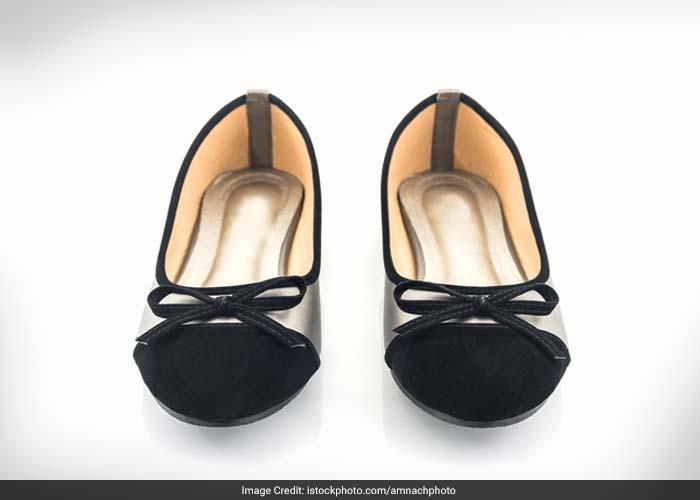 Prefer wearing  flat, simple and comfortable foot wears. Avoid high-heeled shoes as they put extra pressure on the back.