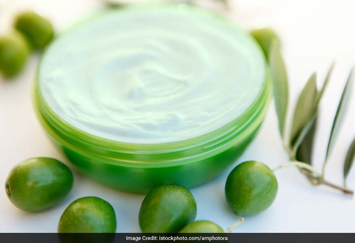 Olive oil lotion absorbs into skin without clogging pores, allowing skin to breathe which in turn help prevent acne.