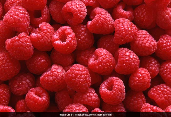 Raspberries are a healthy as they are loaded with vitamins, antioxidants and fiber. These are rich in phytochemicals that are protective of skin.