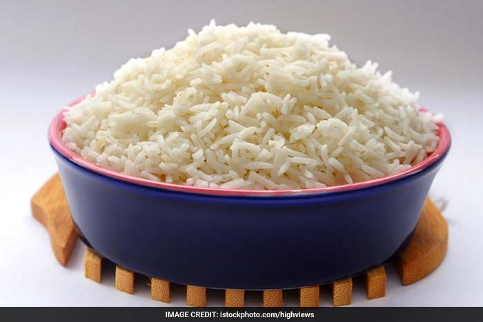 Avoid eating foods such as white rice and dry cereals as they are high on refined carbohydrates. Processed and fried foods are also unhealthy and the fats and carbohydrates found in them undermine your health.