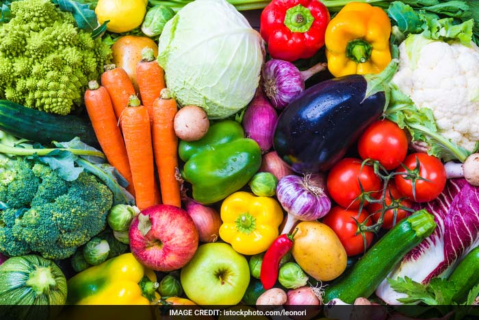 Add lots of fruits and vegetables to your diet to prevent diabetes. Fresh fruits and vegetables have fibre content. If you eat canned or frozen fruits, avoid ones with sugar or other additives. If eating canned or frozen vegetables, try to use low-salt or no-salt varieties.