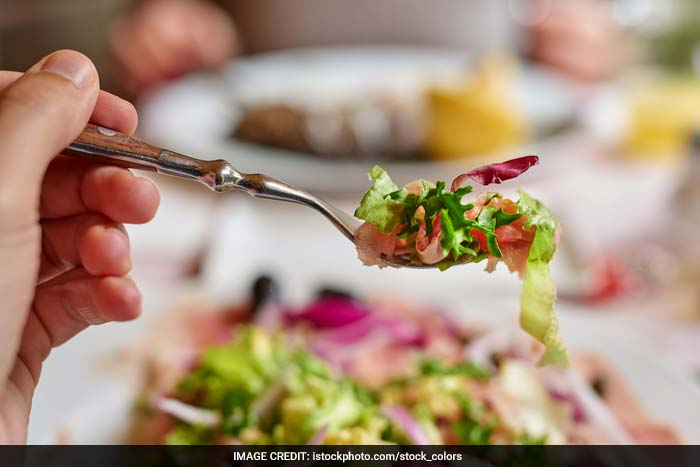 Eating small meals regularly throughout the day is important for regulating your blood sugar and avoiding sudden blood sugar hikes that make your pancreas to produce insulin.