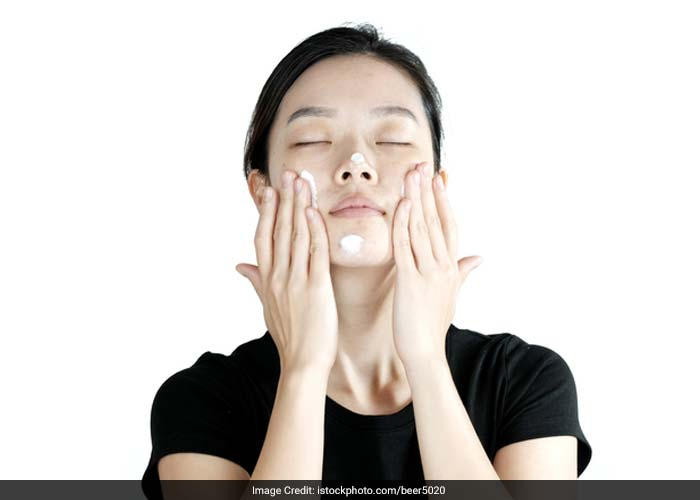 Unprotected exposure to the sun damages the skin and delays the acne healing process. Apply a good sunscreen half an hour before leaving from home. Also, avoid using oil based sunscreen.