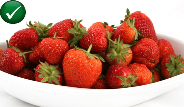 Have fresh cherries, strawberries, blueberries and other red-blue berries