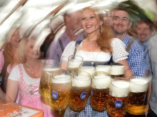 Photo : Beer flowing at the world's biggest beer festival - Munich Oktoberfest