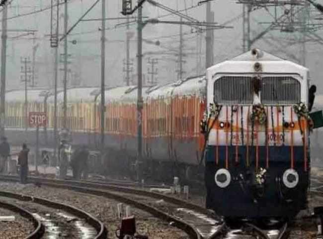 Photo : 1 जुलाई: आ रहा है जीएसटी, जानिए कैसे बदलेगा रेलवे का सफर...