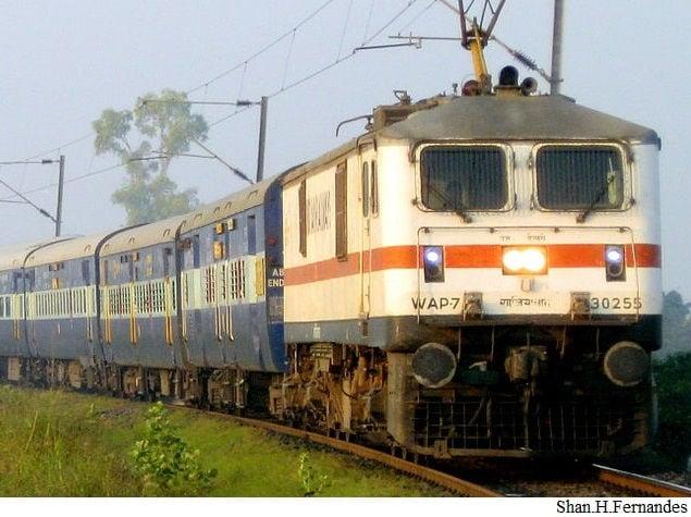 1 जुलाई: आ रहा है जीएसटी, जानिए कैसे बदलेगा रेलवे का सफर...