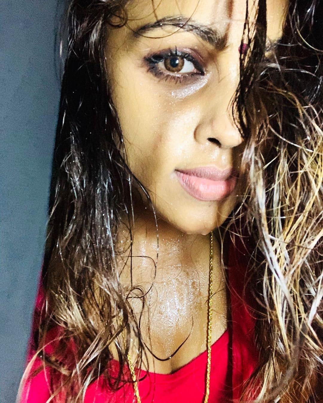 நடிகை ஸ்ரீ நிகா அசத்தல் புகைப்படங்கள்