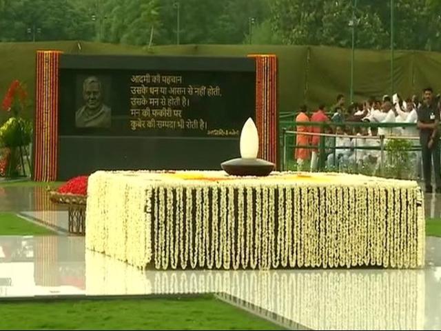 Photo : पूर्व पीएम अटल बिहारी वाजपेयी की पुण्यतिथि: राष्ट्रपति कोविंद, पीएम मोदी सहित इन नेताओं ने दी श्रद्धांजलि