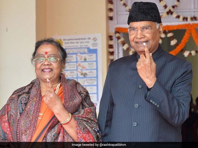 Photo : दिल्ली विधानसभा चुनाव 2020: दिग्गजों ने डाला वोट, देखें कौन-कौन पहुंचा