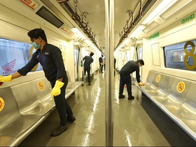 Photo : दिल्ली में मेट्रो सेवा आज से शुरू, सफर के दौरान इन बातों का रखें ध्यान