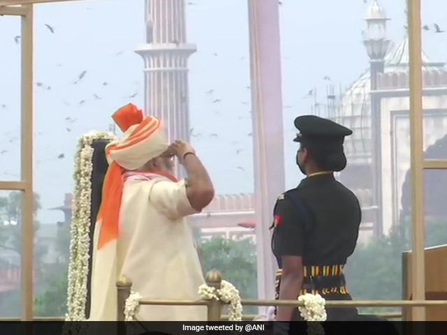 74वां स्वतंत्रता दिवस: प्रधानमंत्री नरेंद्र मोदी ने तिरंगा फहराया