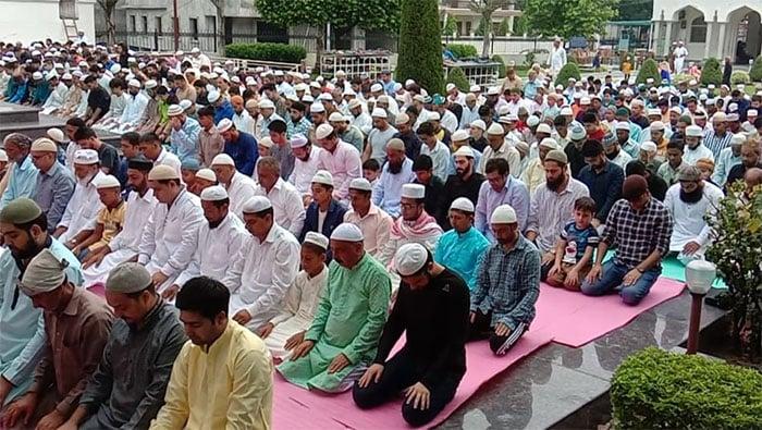 कुछ इस तरह से पूरे देश में मनाया जा रहा है ईद का जश्न