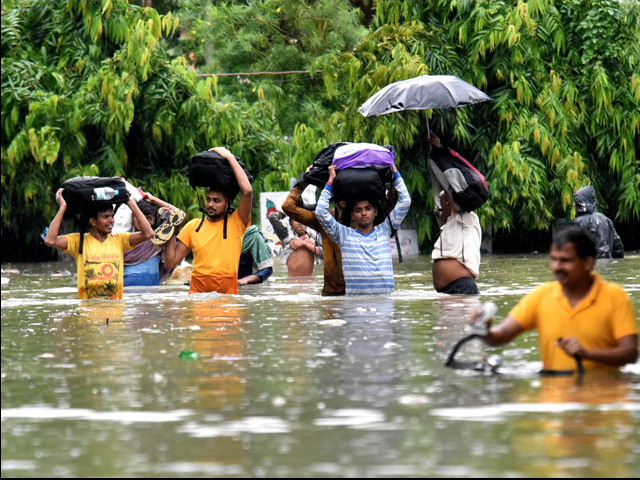 Photo : तस्वीरें: बारिश से हाल बेहाल, यूपी में 93 और बिहार में 27 लोगों की मौत