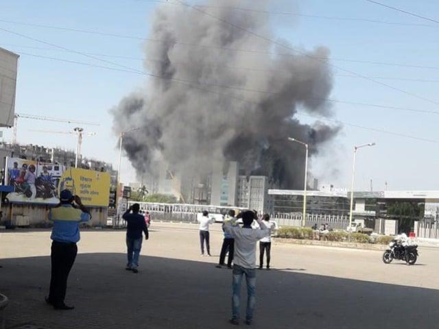 Photo : तस्वीरें: सीरम इंस्टीट्यूट की निर्माणाधीन बिल्डिंग में लगी आग