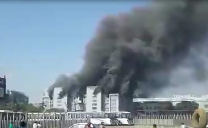 तस्वीरें: सीरम इंस्टीट्यूट की निर्माणाधीन बिल्डिंग में लगी आग