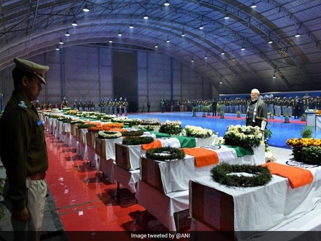 জম্মু ও কাশ্মীর: শ্রদ্ধা জানানো হল পুলওয়ামা হামলায় শহীদ হওয়া ৪০ জন সিআরপিএফ-কে