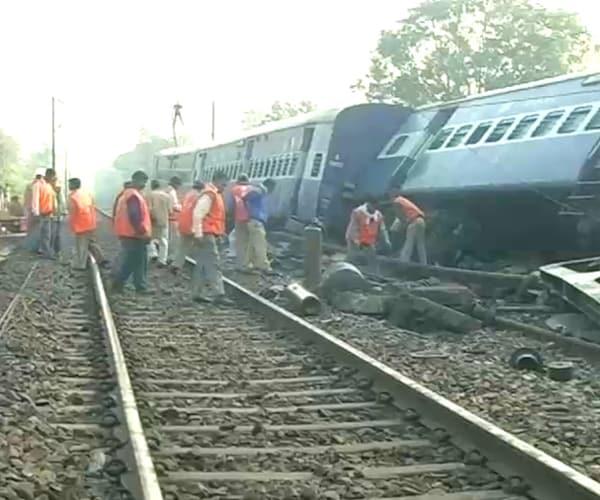 Jharkhand: Naxals target train; 1 dead, 60 injured