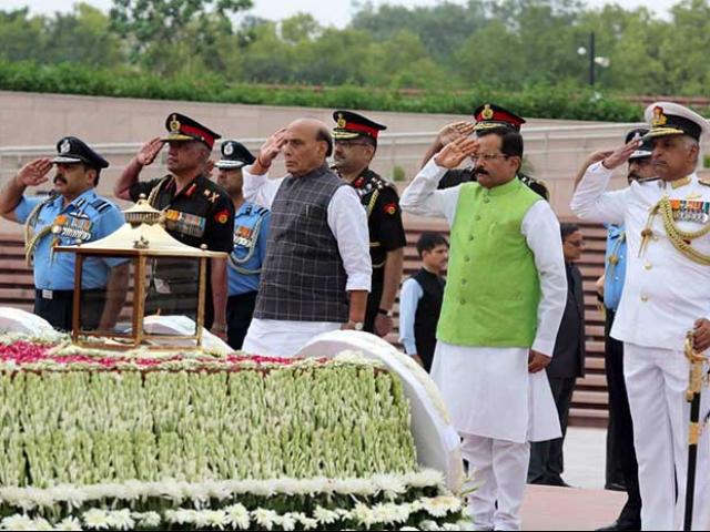 Photo : करगिल विजय दिवस की 20वीं वर्षगाठ आज, पीएम मोदी समेत इन नेताओं ने शहीदों को दी श्रद्धांजलि