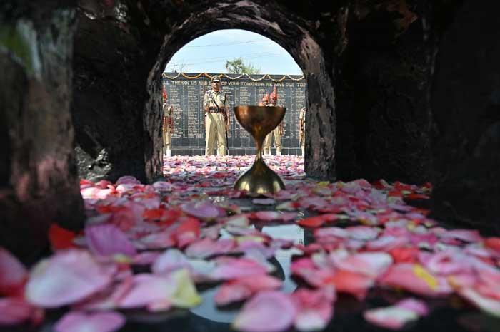 কার্গিল দিবস: শহিদদের উদ্দেশে শ্রদ্ধাঞ্জলি দিলেন প্রধানমন্ত্রী মোদি সহ অন্য নেতারা