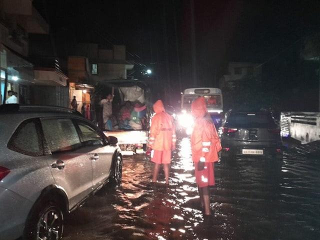 Photo : कोल्हापुर:चिखली गांव में बारिश से जलजमाव, स्थानीय लोगों को सुरक्षित स्थानों पर पहुंचाया गया