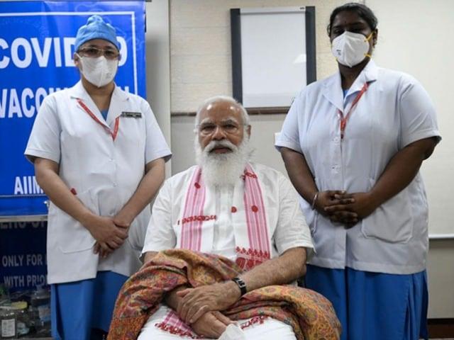 Photo : पीएम नरेंद्र मोदी ने ली कोरोनावायरस वैक्सीन की पहली डोज