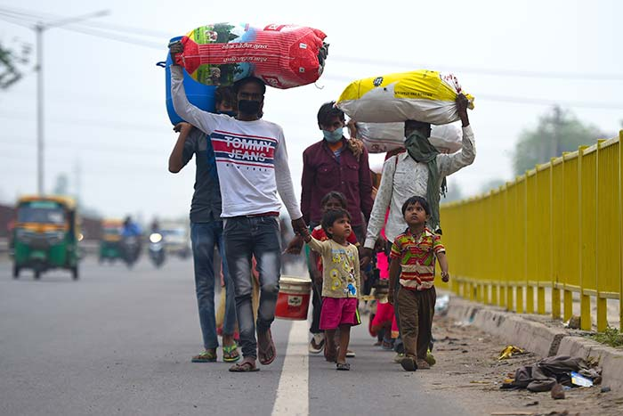 Children Trundle Along Highways With Parents: Migrants\' Crisis In Pics
