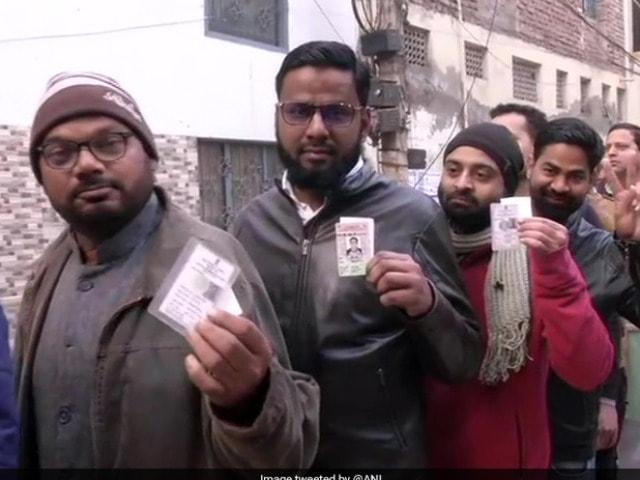 Photo : दिल्ली की 70 विधानसभा सीटों पर मतदान जारी, कुल 652 उम्मीदवार चुनावी मैदान में
