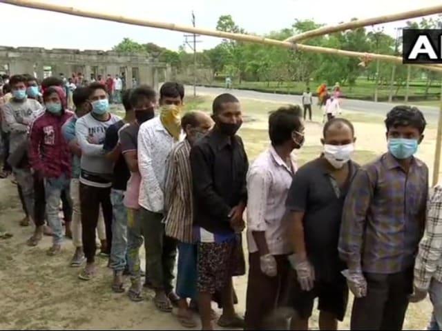 Photo : पश्चिम बंगाल में छठे चरण के तहत राज्य की 43 सीटों पर मतदान जारी