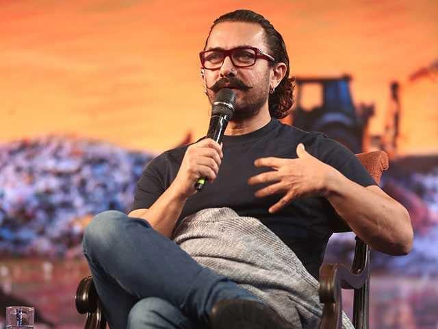 Photo : गांवों को अपनी पर्यावरण संबंधी समस्याओं को खुद सुलझाना है: आमिर खान