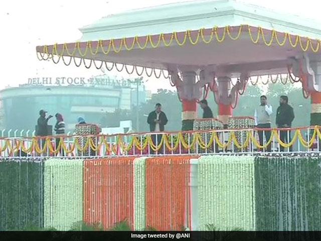 अरविंद केजरीवाल ने तीसरी बार दिल्ली के सीएम पद की शपथ ली, देखें तस्वीरें...