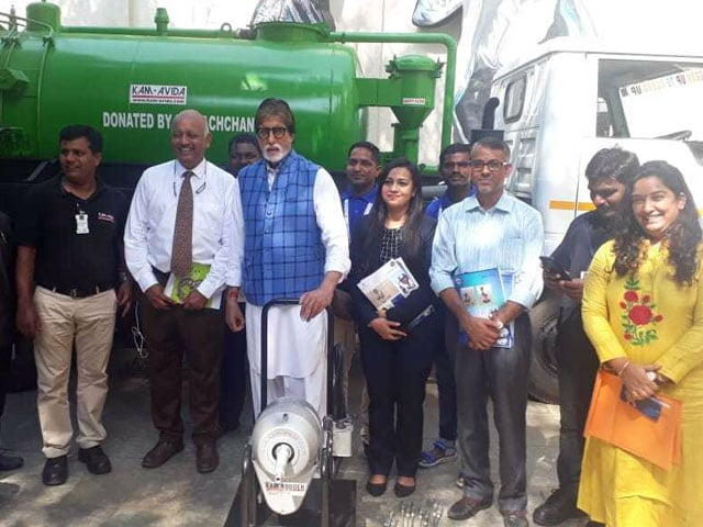 Photo : Amitabh Bachchan Fulfills The Promise Of Gifting Sewer Cleaning Machines To Sanitation Workers