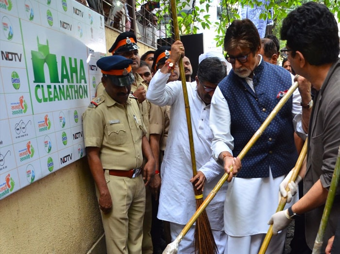 5 Quotes By Amitabh Bachchan At The #MahaCleanathon