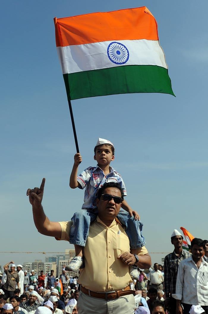 Anna Hazare ends fast