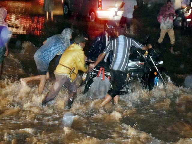 Photo : Pics: Heavy Rain Wreaks Havoc In Hyderabad And Guntur, Thousands Evacuated
