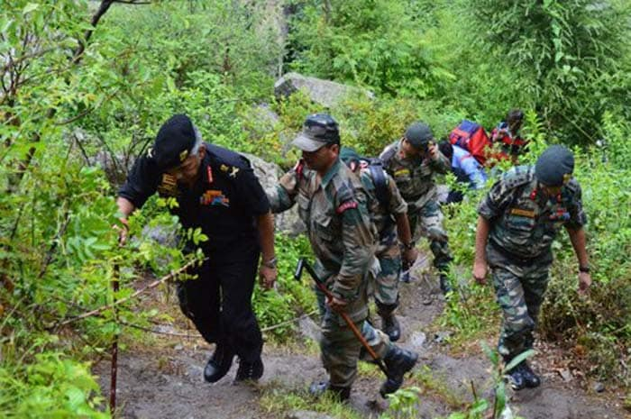 Army Commander walks with 500 people out of Badrinath