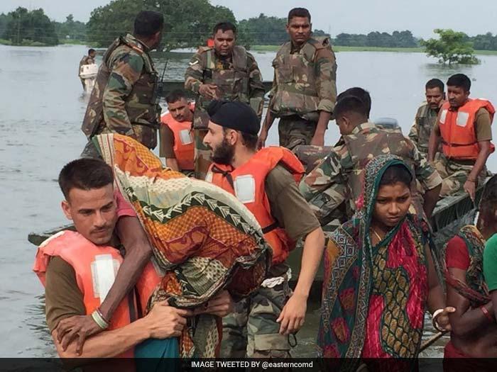तस्वीरें कर रही हैं बयां असम में बाढ़ का कहर