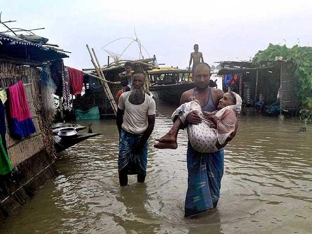 Photo : तस्वीरें कर रही हैं बयां असम में बाढ़ का कहर