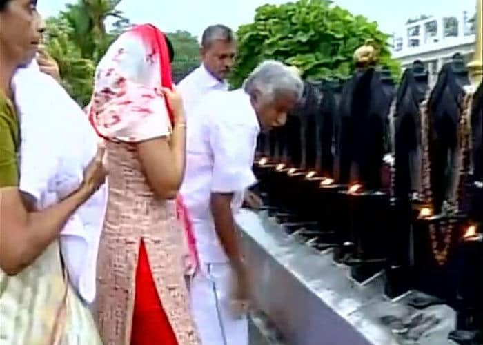 Assembly Elections 2016: Oommen Chandy, Sonowal Offer Prayers