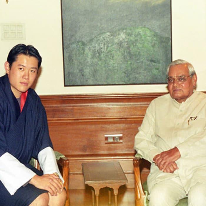 पूर्व प्रधानमंत्री अटल बिहारी वाजपेयी का निधन: तस्वीरों में देखें उनका सफर