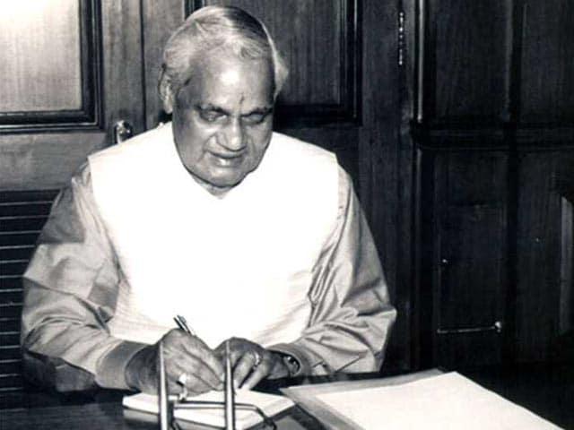 Photo : पूर्व प्रधानमंत्री अटल बिहारी वाजपेयी का निधन: तस्वीरों में देखें उनका सफर