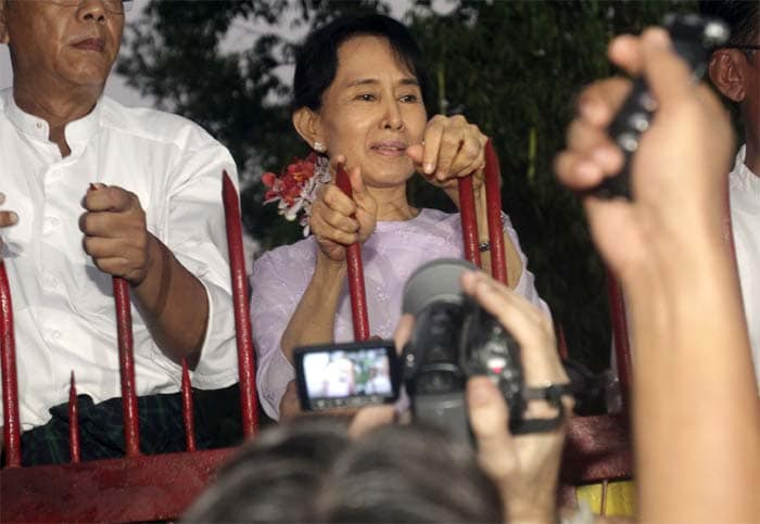 Aung San Suu Kyi released from house arrest