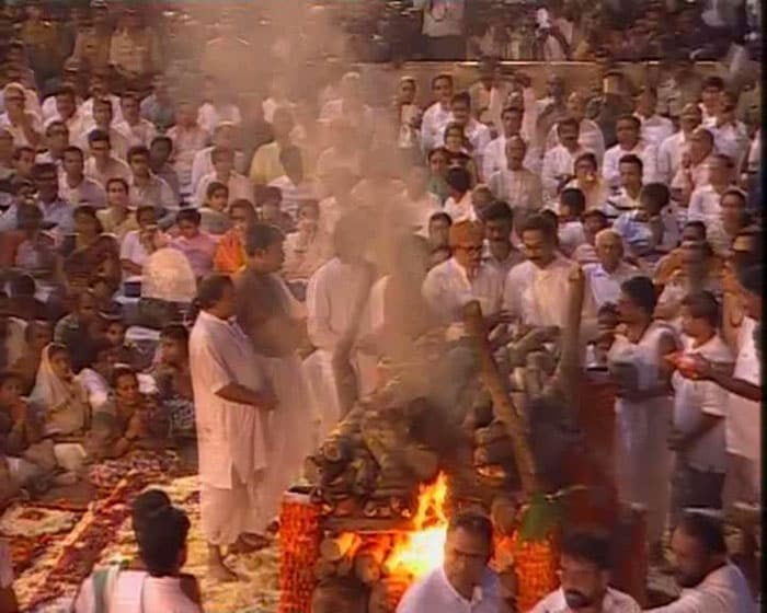 Bal Thackeray cremated