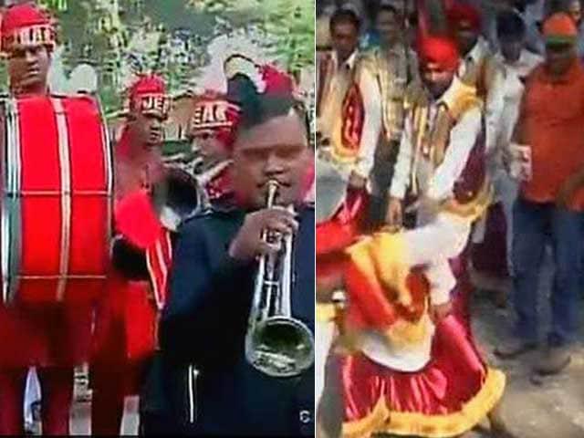 Photo : BJP Celebrates With Band Baajaa and Bhangra