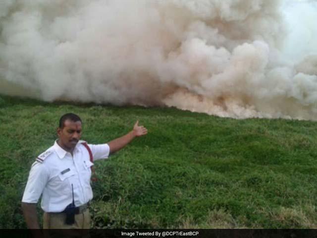 Photo : तस्वीरों में देखें जब बेंगलुरु की झील में लगी आग....