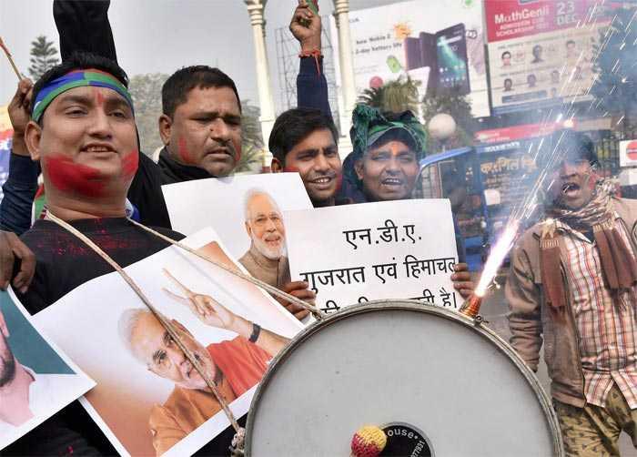 गुजरात और हिमाचल प्रदेश में बीजेपी की जीत से यूं उत्साहित पार्टी कार्यकर्ता