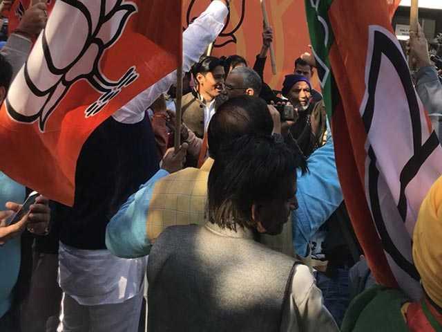 Photo : गुजरात और हिमाचल प्रदेश में बीजेपी की जीत से यूं उत्साहित पार्टी कार्यकर्ता